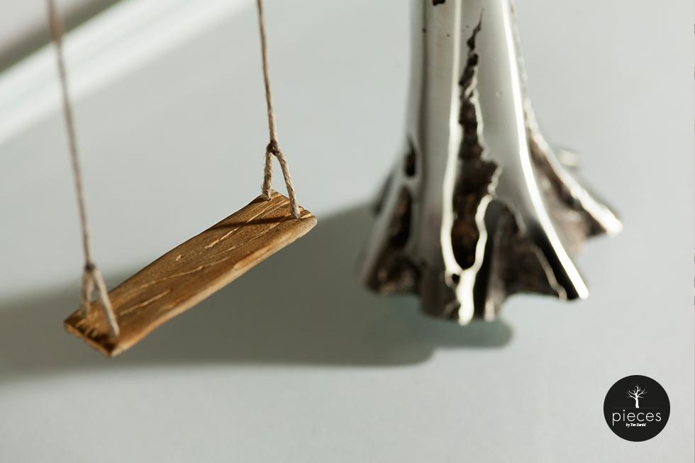 Tim Bardel - Pieces 2014 - handgefertigte Edelstahlbäume - #1 Detail Schaukel und Stamm